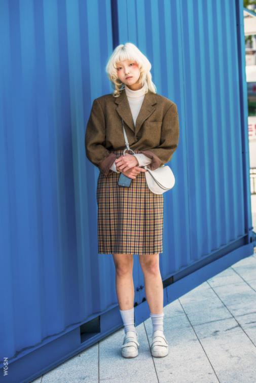 Fashion_Week_Streets_sfws1017_WGSN_Street_Style_SFW_SS2017_Womens_57_01