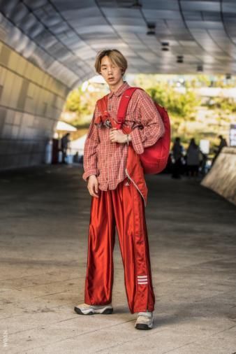 Fashion_Week_Streets_sfws31017_WGSN_Street_Style_SFW_SS2017_Mens_17_01