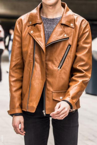 Fashion_Week_Streets_sfws31017_WGSN_Street_Style_SFW_SS2017_Mens_31_02