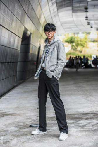Fashion_Week_Streets_sfws31017_WGSN_Street_Style_SFW_SS2017_Mens_32_01